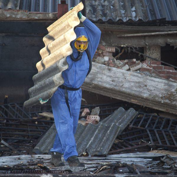 Wilt u ook graag deskundig asbestverwijderaar worden? Leg het DAV 2 examen af bij SNEI.nl